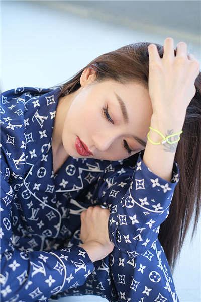 程晓玥太会穿 多种风格随意切换5.jpg