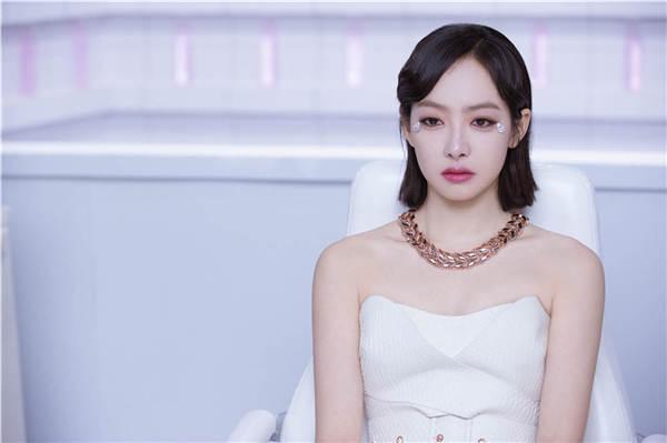 宋茜新歌《怀念》MV公开 化身未来机器人演绎时空恋歌(图1)